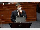 정경두 국방부 장관이 9월 15일 서울 여의도 국회 본회의장에서 열린 대정부질문에 참석했다. [뉴스1]