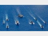 미국 일본 호주 함정들이 지난 7월 남중국해에서 합동훈련을 실시하고 있다. [US Navy]