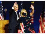 11월 7일 델라웨어 윌밍턴에서 열린 승리 연설장에 오스카 드 라 렌타 원피스를 입고 참석한 질 바이든 여사. [연합뉴스]
