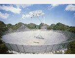 지름이 305m에 달하는 안테나로 천체를 관측하는 아레시보 망원경. [Gettyimage]