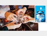 '홈술' 하는 사람이 급격히 늘면서 올해 초 편의점에서는 일시적으로 하이트진로 주류 상품이 품귀 현상을 빚었다(왼쪽). 두꺼비 이미지가 들어간 신용카드가 등장할 정도로 진로는 두꺼비 캐릭터로 브랜드 이미지 제고에 성공했다. [하나카드]