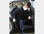1월 4일 서울 동작구 국립서울현충원을 찾은 윤석열 당시 검찰총장이 차에서 내리고 있다. [사진공동취재단]