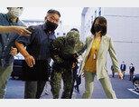 '성추행 피해 공군 부사관 사망 사건' 가해자로 지목된 장모 공군 중사가 6월 2일 서울 용산구 국방부 보통군사법원에 출석하고 있다. [사진 제공 · 국방부]