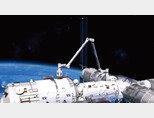 중국 우주정거장의 핵심 모듈 톈허(天和)에 장착된 길이 10m 로봇 팔. [사진 제공 · 중국국가항천국]