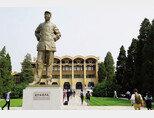 중국공산당 중앙당교에 있는 마오쩌둥 동상. [동아DB]