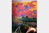`계획 있는 고양이의 빅 픽처`..할퀸 벽지 아래 벽화가!