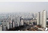 """文정부 부동산정책 """"잘못하고 있다"""" 42% vs """"잘하고 있다"""" 24%"""