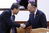 """홍남기 """"내년도 경제정책방향 수립 막바지…벤처 활성화 등 담길 것"""""""