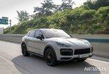 [시승기]스포츠카를 닮은 대형 SUV…포르쉐 카이엔 쿠페