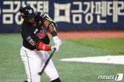 로하스, 역대 3번째 좌우 연타석 홈런…KT는 2연패 탈출