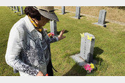 이용수 할머니, 김학순 할머니 묘소 들렀다 '나눔의 집' 방문