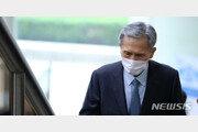 '軍 댓글공작 혐의' 김관진, 2심도 실형…법정구속 면해