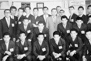 """1964 축구대표팀이 2021 태극전사에게 """"그땐 우물안 개구리, 맨몸으로 日서 싸워"""""""