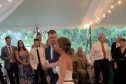 악! 키스하다 무릎 나간 신부…결혼실 피로연 중 응급실행