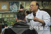 "[Narrative Report]""55년 세월을 깎았다"" 70대 가위손 작별 '화제'"