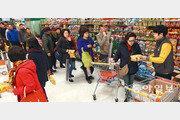소비자들 긴 줄 세운 '1500원의 행복'