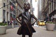 [김수연의 글로벌 걸크러시]뉴욕 월가 '두려움 없는 소녀상' 옆 '오줌싸는 개' 동상 등장…무슨 의미?