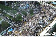 """""""'日 사죄하라"""" 1400번째 수요시위 2만명 외침…세계에 메아리"""