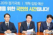 """與, 한국-바른 '조국 국조' 요구에 """"정쟁·뻔뻔""""…삭발 규탄도"""