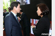 총선 6개월 앞 지지율 0.9%p차…속타는 민주당, 설레는 한국당