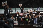 캐리 람 홍콩 행정장관, 야당 의원들 반발로 시정연설 중단