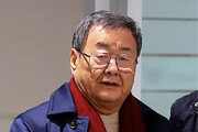 공항 체포 김준기 前회장, 성폭행혐의 부인
