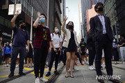 """홍콩 당국 """"공무원, 시위 참가하다 체포되면 정직 처분"""""""