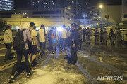 """홍콩이공대 내 시위대 급속히 줄어…CNN """"패배감 퍼져"""""""