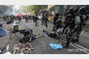 사흘 봉쇄작전에 무너진 홍콩시위대 최후 보루