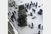 """러시아 시베리아서 40 여명 탄 버스, 얼어붙은 강으로 추락…""""19명 사망"""""""