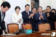 """손학규, 541일 만에 당대표 퇴임…""""평당원으로 물러난다"""""""