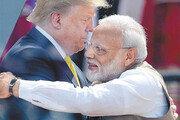트럼프, 첫 인도 방문서 美-印 밀월 과시