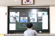 """""""소리 울리고, 영상 끊겨…"""" 온라인 수업 시범학교도 원격수업 '혼란'"""