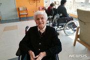 """코로나19 이겨낸 103살 伊할머니 """"용기와 믿음이 도움"""""""