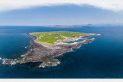 [드론으로 본 제주 비경]청보리 넘실대는 '섬 속의 섬' 가파도