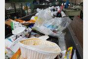 언택트소비 늘고 해외 반출 막히자 곳곳에 '쓰레기 산'
