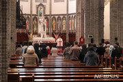 명동성당, 57일 만 미사 거행…신부·신자 기쁨 눈물