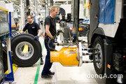 볼보트럭, 5월 유럽 공장 가동 재개