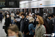 오늘부터 마스크 안쓰면 혼잡 지하철 못타…깜빡 했다면?