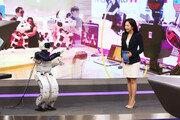 KAIST가 개발한 로봇 '휴보' 뉴스 앵커로 깜짝 변신