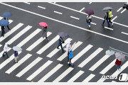 [날씨]18일 전국에 비 '천둥·번개' 동반…낮기온 25도 넘어