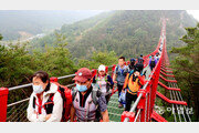 [휴일 한 컷]국내최장 무주탑 현수교, 순창 채계산 출렁다리