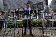 """조슈아 웡 """"보안법 제정, 홍콩 자치의 관뚜겅에 최후의 대못 박기"""""""