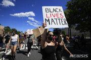 """미셸 오바마 """"인종차별 문제, 비흑인들도 같이 나서야"""""""