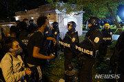 """""""살인자들!""""…폭동 수준으로 격화되는 '흑인 사망시위', 사상자도 속출"""