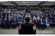 """與 """"법대로 5일 개원"""" vs 野 """"싹쓸이 모자라 의회 독재"""""""