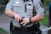 """美 경찰관들 """"지구에서 흑인 없애자"""" 망언 들통나 해임"""