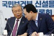 """민주당 '김종인 개입설' 보고받은 金 """"그사람들 원래 그래요"""""""