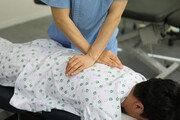 [건강 올레길] 도수치료, 척추협착증 등에 큰 효과…급성염증·골다공증 암환자엔 부적합