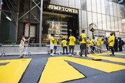 뉴욕 맨해튼 트럼프타워 앞에 'BLM'